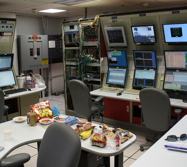 Computers and junk food would make most Ars readers right at home in the control room.