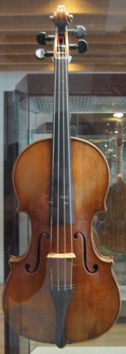 Stradivarius_violin_front.jpg