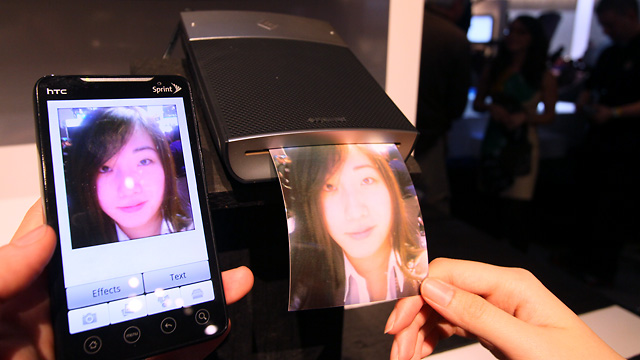 """When the GL10 launches, Polaroid will have an Android app that allows you to add effects before sending images to print. Apps for other platforms are """"in the works."""""""