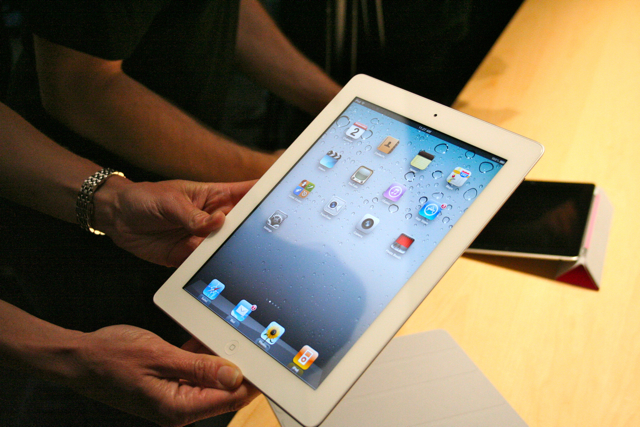 The white iPad: it lives, unlike the white iPhone 4
