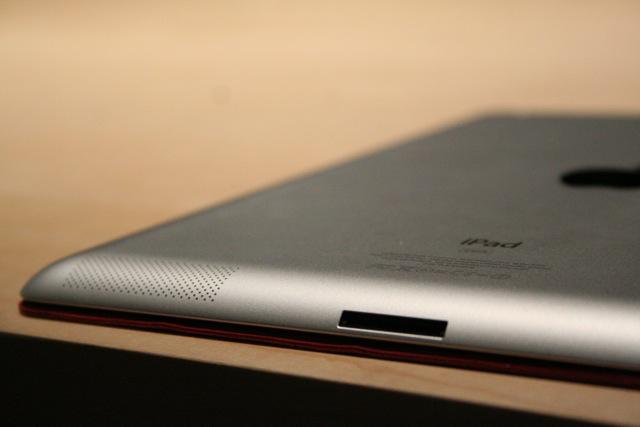 iPad 2 speaker