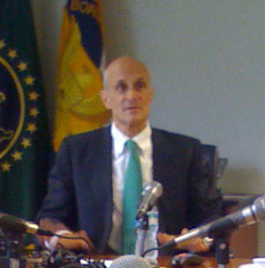 Chertoff speaks to bloggers and reporters