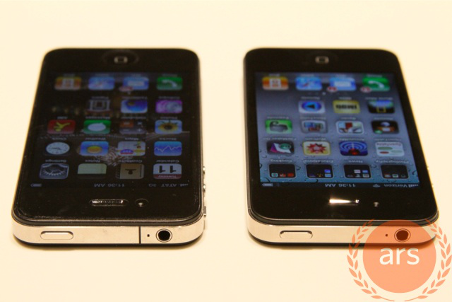 AT&T iPhone on the left, Verizon iPhone on the right