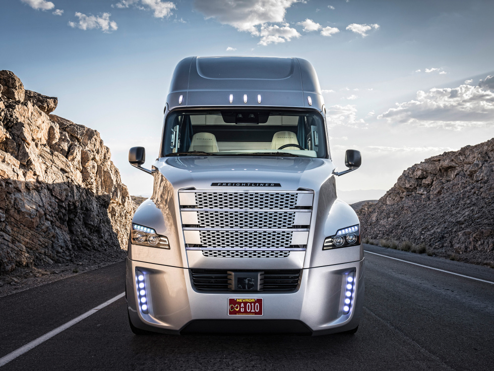 Truck Step Up >> Freightliner unveils the first road-legal self-driving ...
