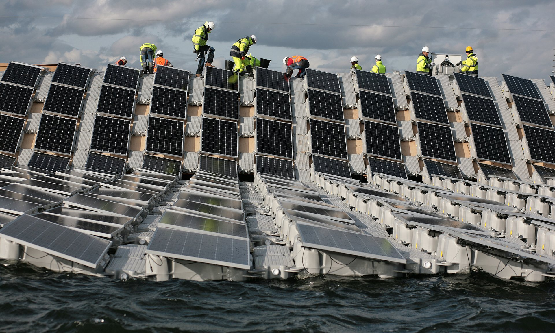 The world's largest floating solar farm near Heathrow will produce about 6.3MW