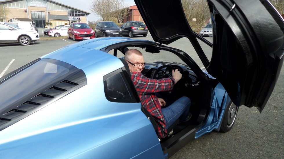Do not adjust your screens... Rasa is actually quite a titchy car. Rather than Ars hack being big.