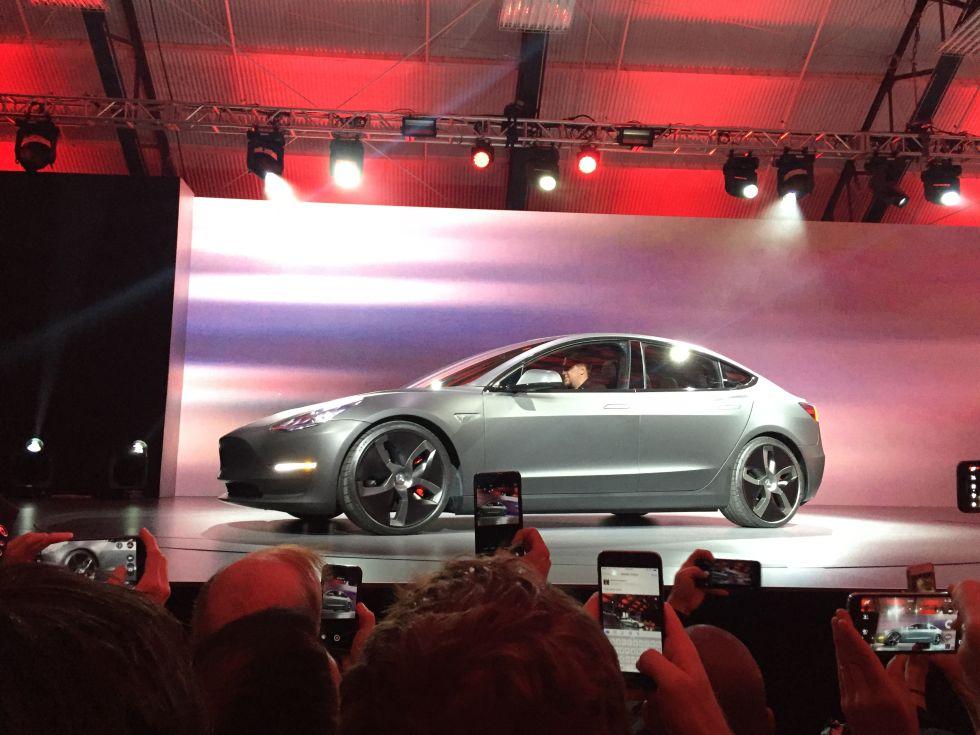 Tesla Model Unveiled Mile Range In Under Seconds