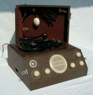 A German wire recorder from around 1950.