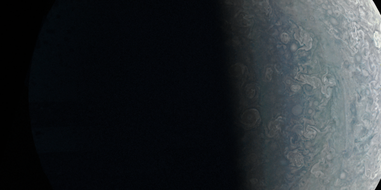 Scientists find a storm on Jupiter that towers above the planet's pole | Ars Technica UK