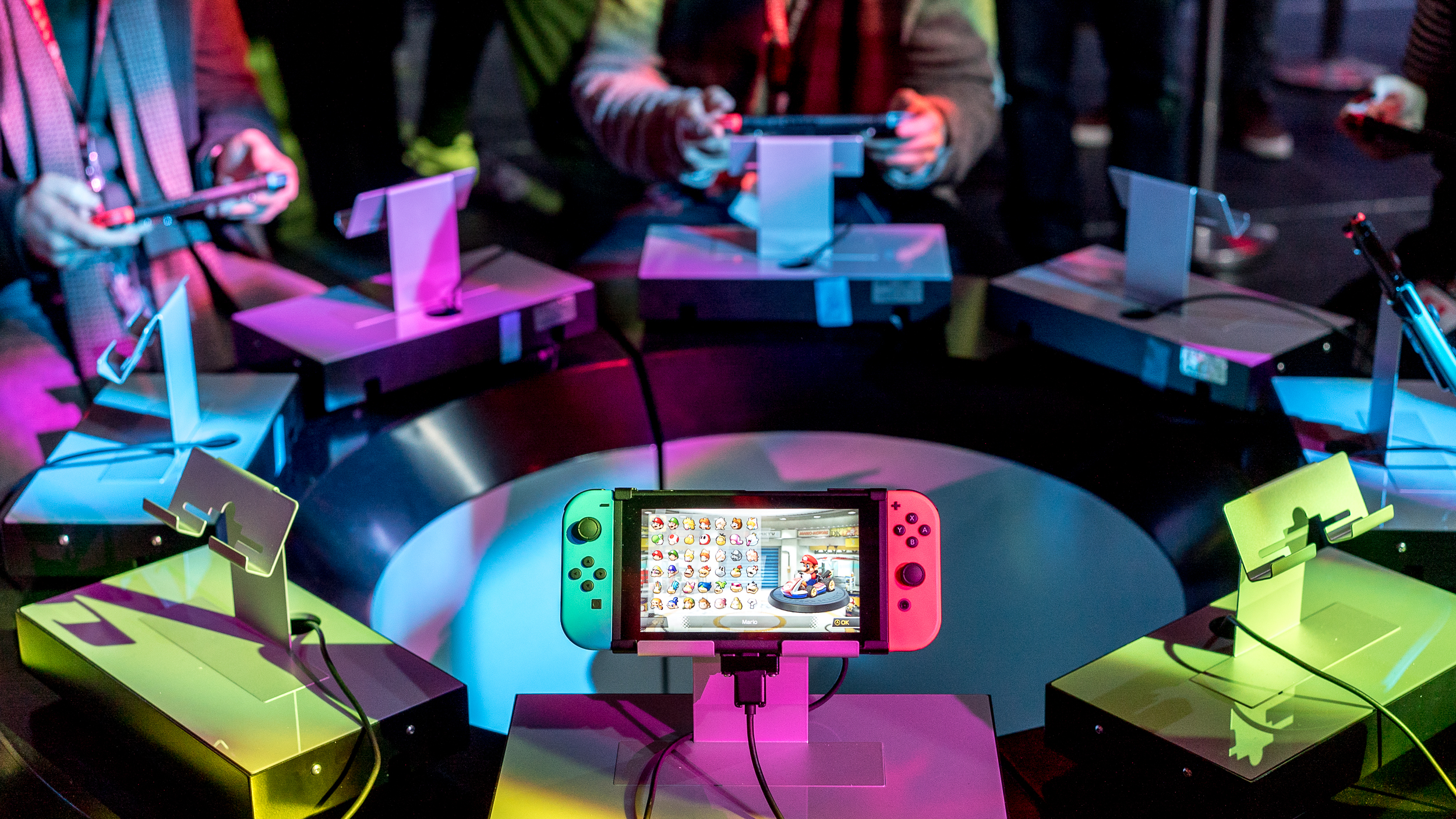 Eight-player <em>Mario Kart</em> on a handheld? Yes please.