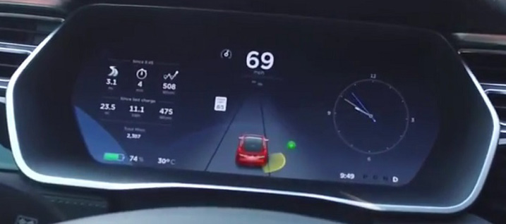 Driving down narrow roads, the all-around sensor system constantly warns you of hedges, walls, etc.