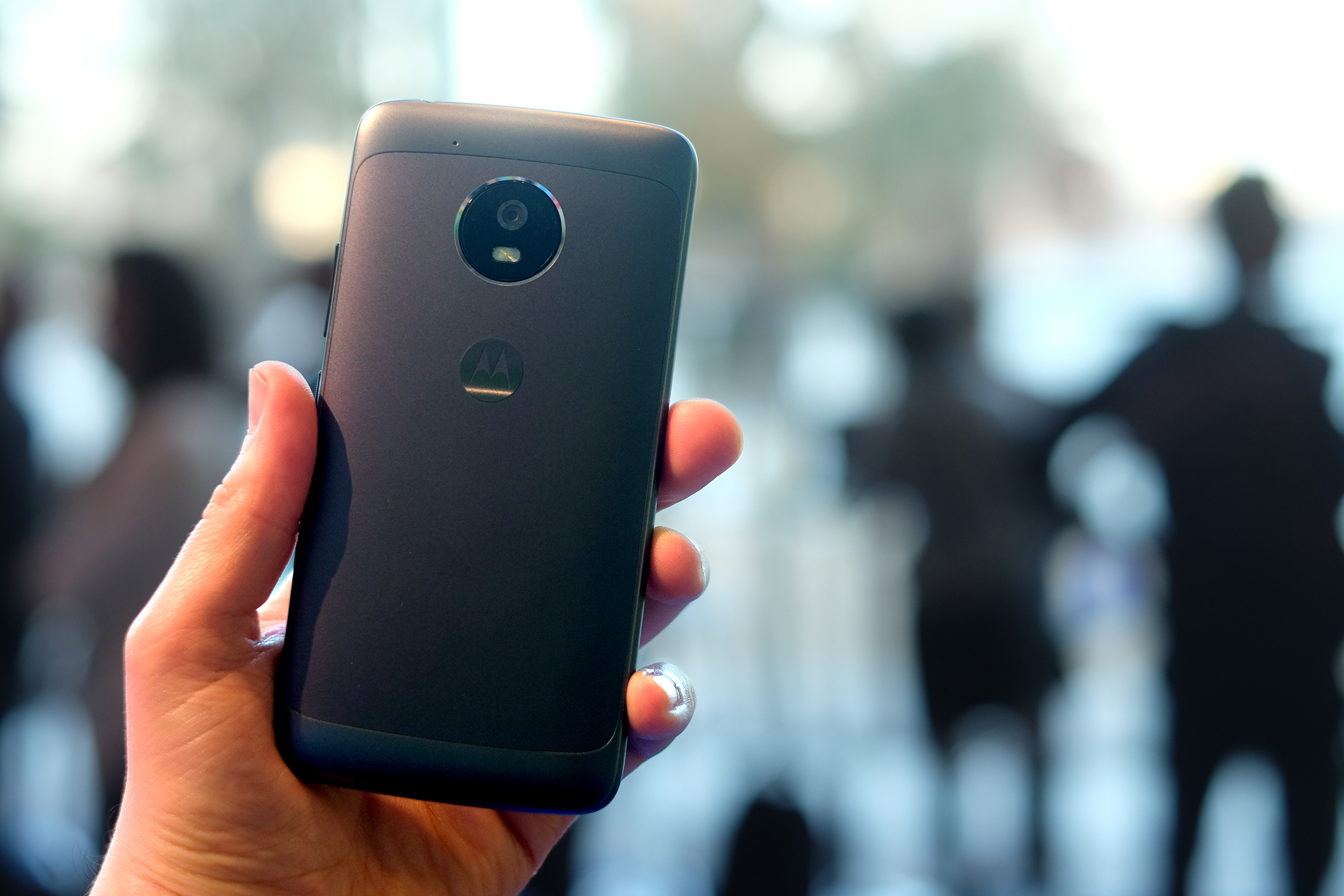 A beefy camera on the back of the Moto G5 Plus.
