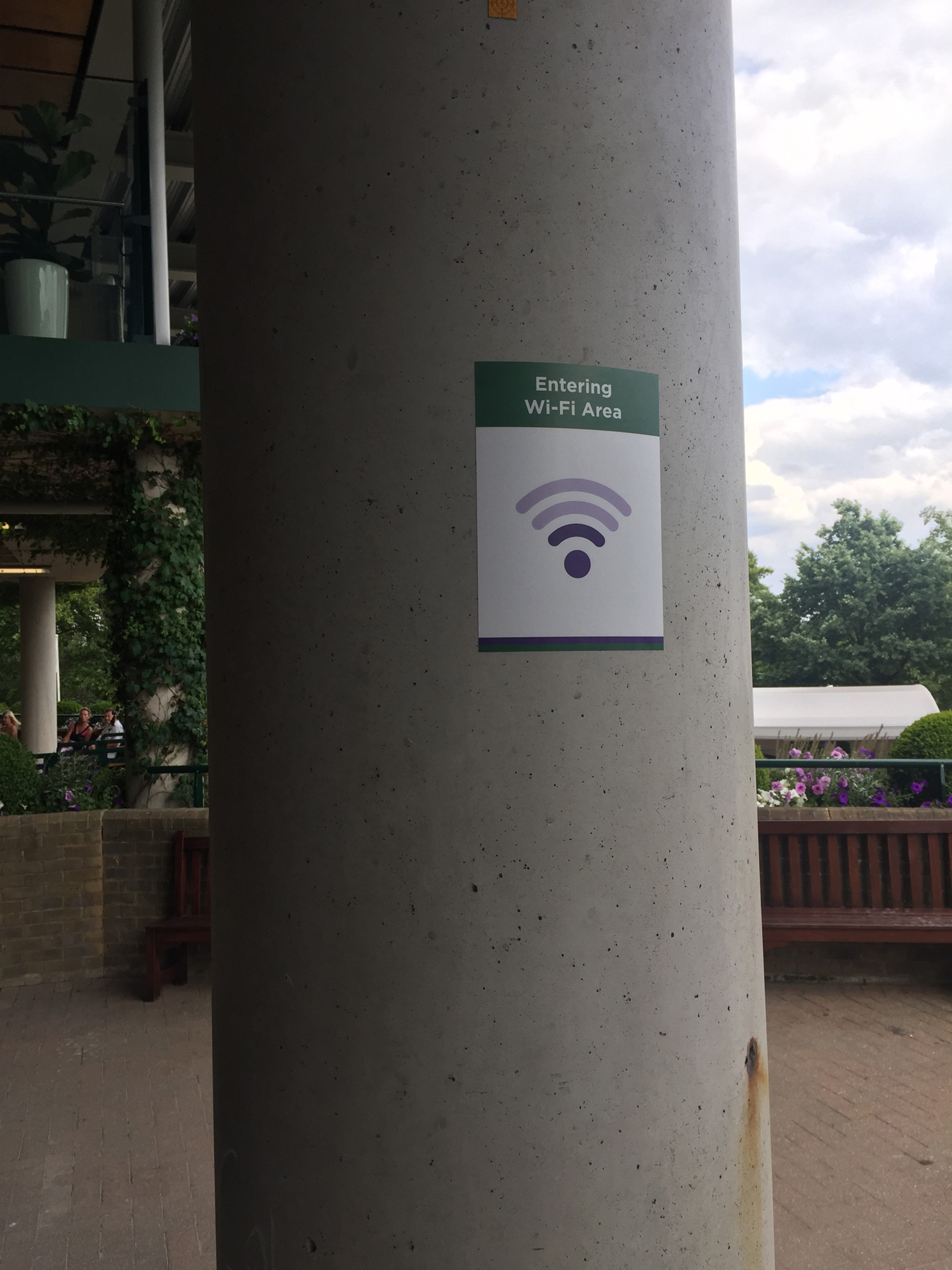 Wimbledon cutely used a variety of Wi-Fi signs to indicate how strong the signal should be in a given area.