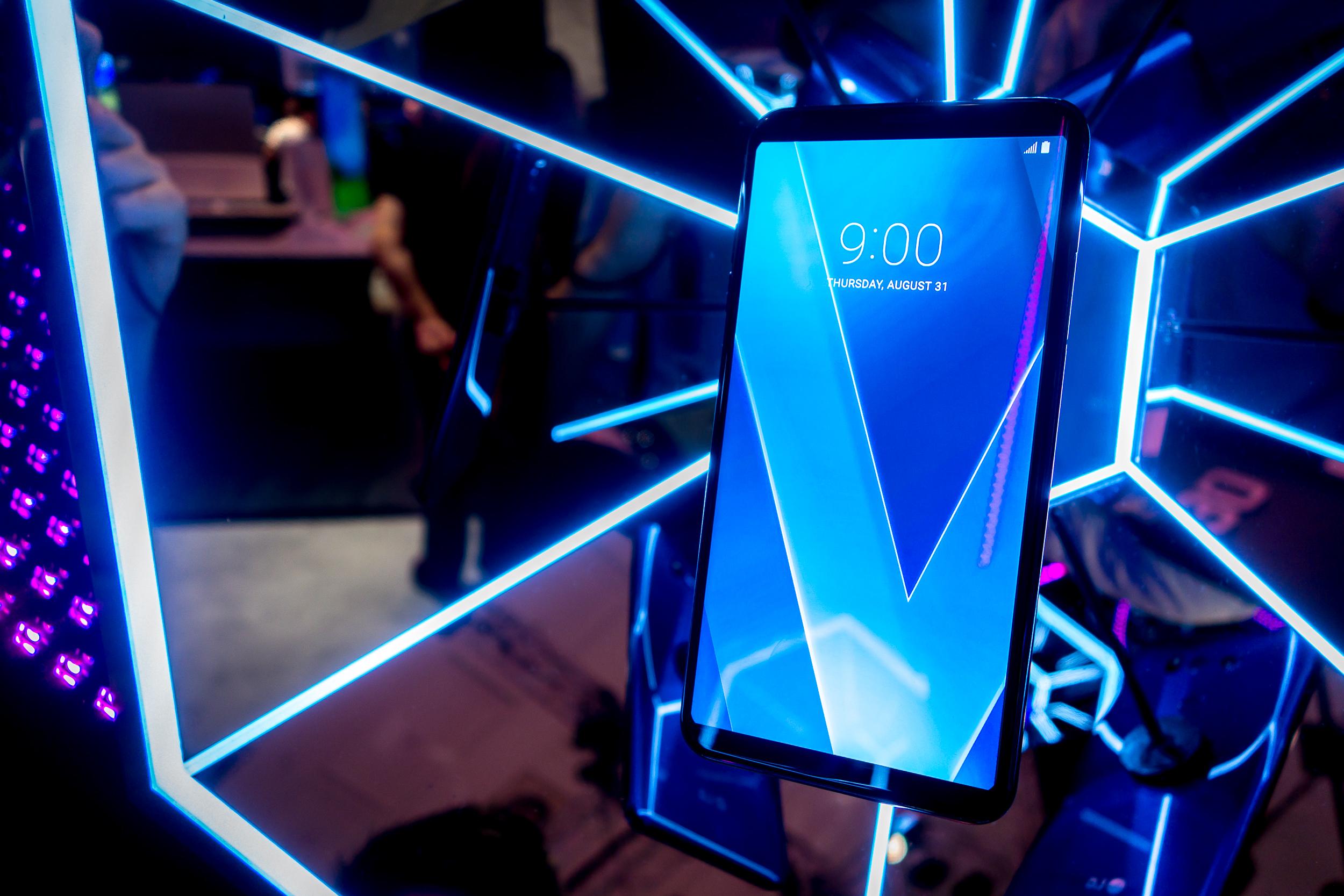 Winner: LG V30.