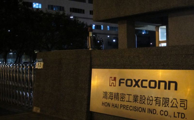 Foxconn and Apple face controversy over student worker overtime claims ars_ab.settitle(1208557)