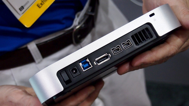 The standard miniStack connects via USB 3.0, FireWire 800, or eSATA.