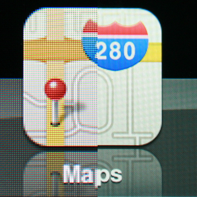 An enlargement of the Maps app icon. Icons on the iPad 2 (left) are fuzzy compared to the 'retina' graphics of an iPad 3 (right).