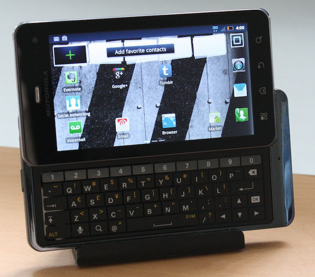 Physical keyboard, but at a price: Motorola Droid 3 review